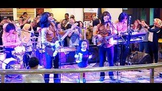 Cinta Mulia (Koes Plus) ★ Goyang Asyik Bareng T-Koes Band @ Plaza Blok M (14/08)