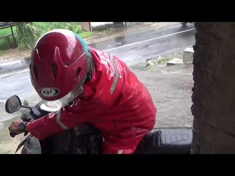 Salut Dengan Kurir J&T Walaupun Hujan Deras Tetap Dilayani