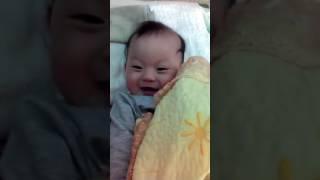 Con Heo Đất --- Bạn Tôm 6 tháng tuổi đang chơi ú òa cùng mẹ 2016