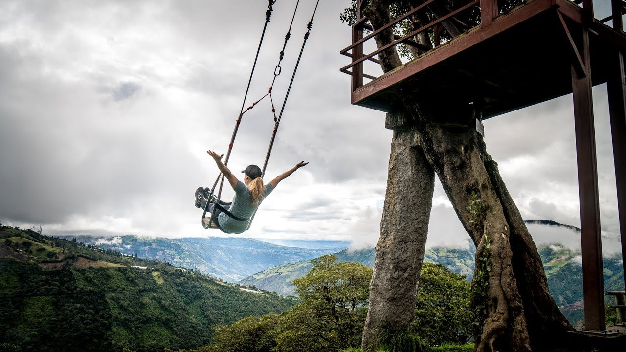 Swing on the edge of the world casa del arbol in banos for Casa del arbol cuenca