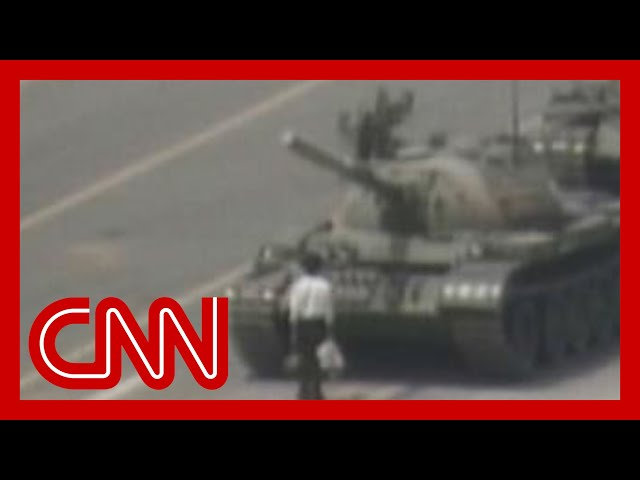 Man vs. Chinese tank Tiananmen square