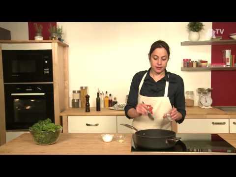 auchan-recette---rôti-d'épaule-d'agneau-constisée-aux-2-olives,-épinards-au-beurre-noisette