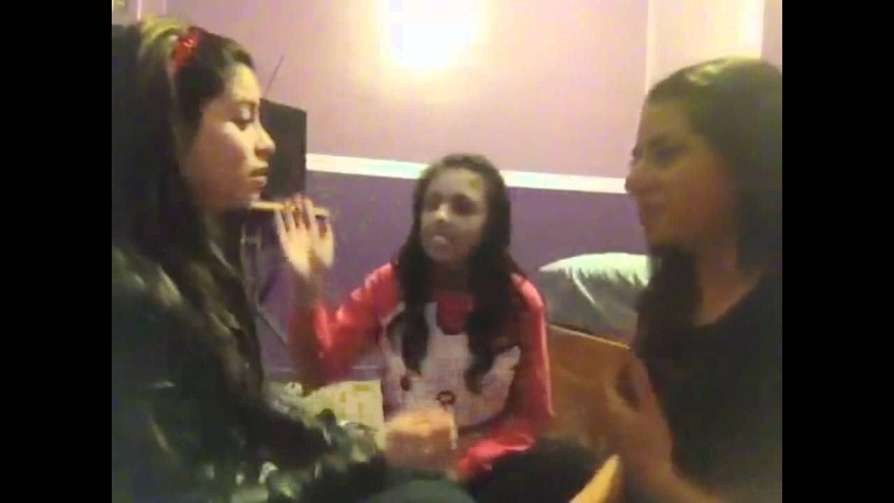 Girls Slapping Eachother - YouTube