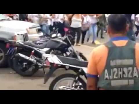700 hungry women from Venezuela attack Columbian border
