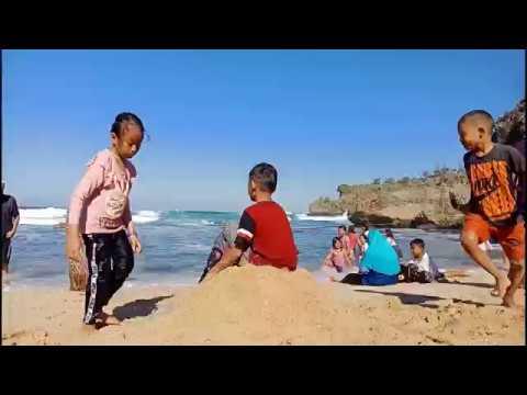 Pantai Ngrawe Gunungkidul Yogyakarta - Taman di Pantai