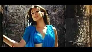 YouTube - Lakshmi Rai Hot Navel show in sexy song MUTHTHIRAI.flv