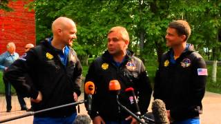 Expedition 40 Departs to Launch Site