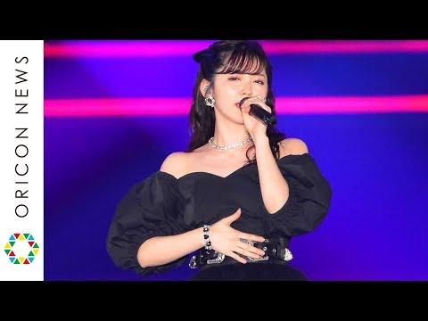 鈴木愛理、ガルアワのステージで「DISTANCE」含む3曲披露 圧巻のパフォーマンスで会場を盛り上げる 『Rakuten GirlsAward 2019 SPRING/SUMMER』