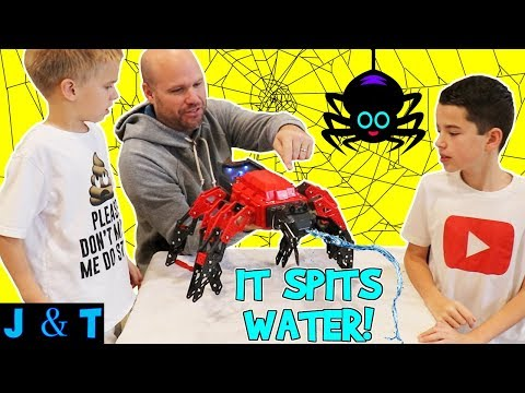 Download Youtube: KID FRIENDLY ROBOT SPIDER SPITS OUT WATER! Lots of family fun/ Jake and Ty