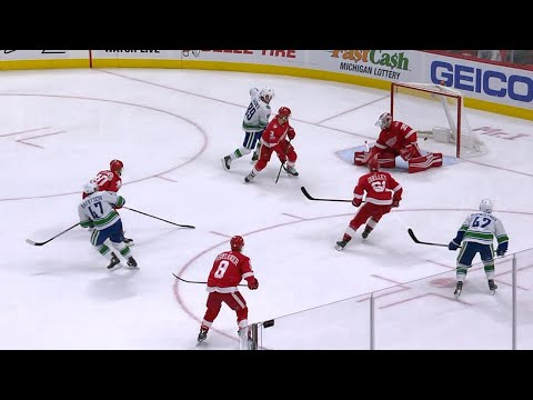 10/22/17 Condensed Game: Canucks @ Red Wings