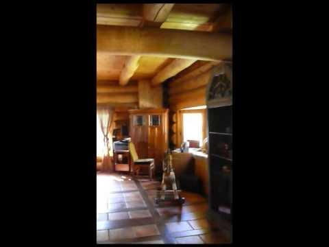 Maison bois rond visite du premier plancher youtube - Range bois interieur maison ...
