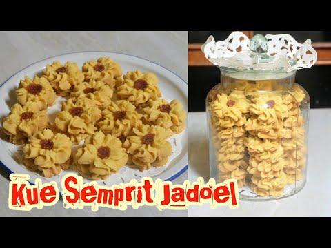 Resep roti semprit mawar 1. 300 grm tepung terigu 2. 150 grm gula bubuk 3. 2 kuning telur 4. 150 grm margarin 5. 1 sdm susu....
