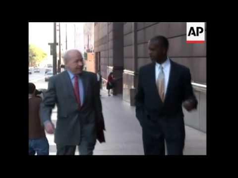 Former Enron CEO Skilling arrives for trial