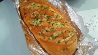 Сырный, хрустящий батон с чесноком и зеленью . Пампушки  по - новому. Горячий бутерброд с сыром .