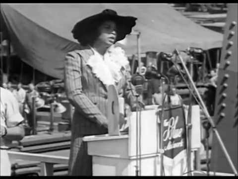 """Marian Anderson Sings the """"Star Spangled Banner"""" Lincoln Memorial 1939"""