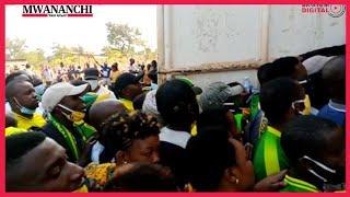 Huko Kigoma hapatoshi!!!!! Huku Simba, kule Yanga || Mashabiki wapambana kuingia uwanjani