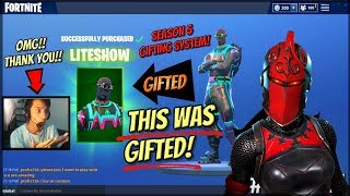 How Im Gifting The LiteShow And Red Knight Skins On Fortnite SEASON 5!! (Fortnite Gifting System)