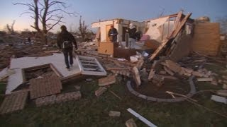 Illinois tornado rips apart homes, lives
