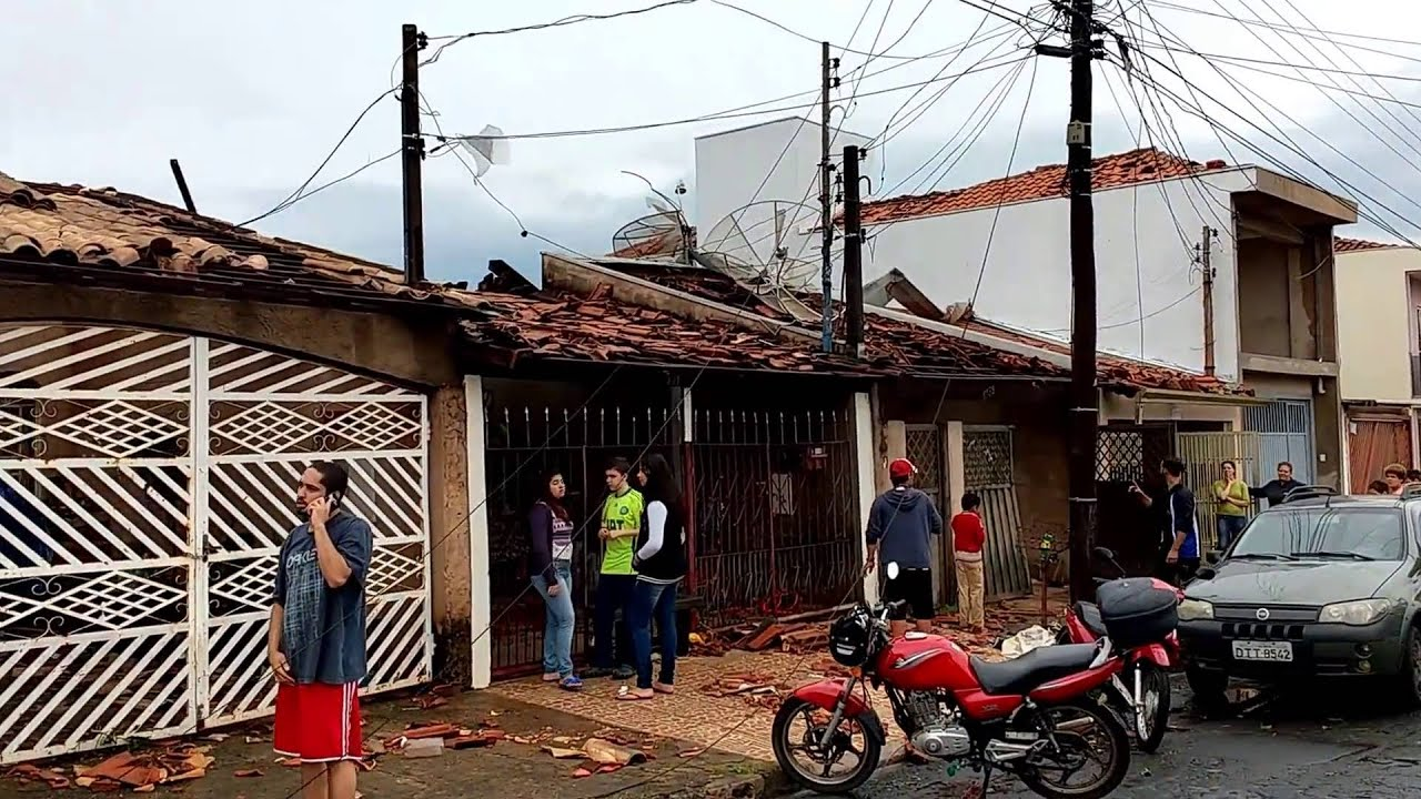 Armario Cama Abatible Ikea ~ Tornado causa destruiç u00e3o em S u00e3o Carlos SP Brasil YouTube