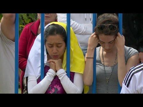 Emoción de los fieles tras misa papal