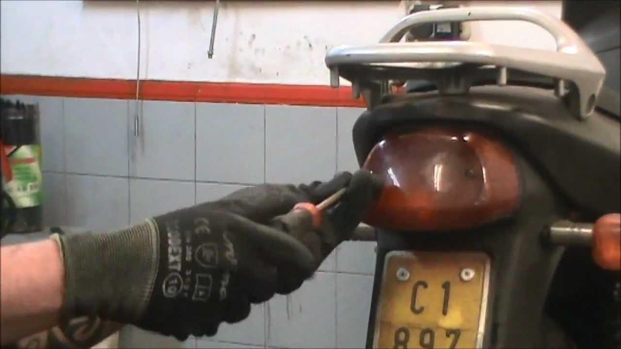 C 243 Mo Cambiar La Luz Trasera De Una Motocicleta Youtube