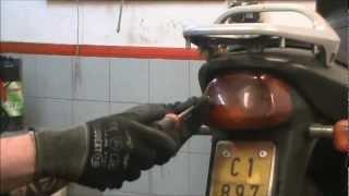 Cómo cambiar la luz trasera de una Motocicleta