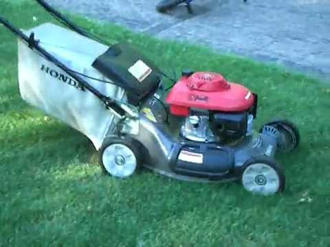Honda Harmony II (HRT216) Self-Propelled Lawn Mower - YouTube