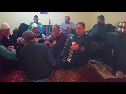 Vehbi Islami me grup dhe Halil Halili me violinë