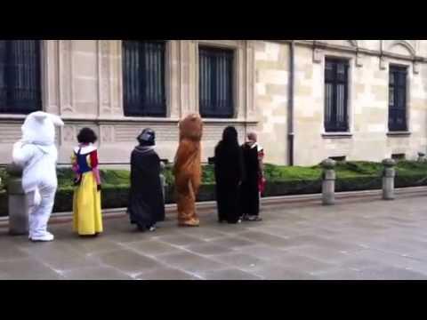 Luxembourg - Les gardes du Palais Grand Ducal [HQ]