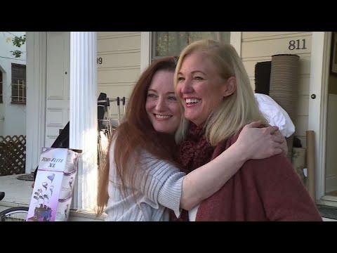 Rob and Hilary - Hilary's Weird News - Sisters hold divorce yard sale