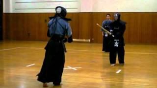 三保剣道クラブでの稽古 2011/01/11 山内先生VS加村先生.