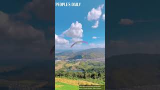 Touch the sky and slide in the air on the paragliding!