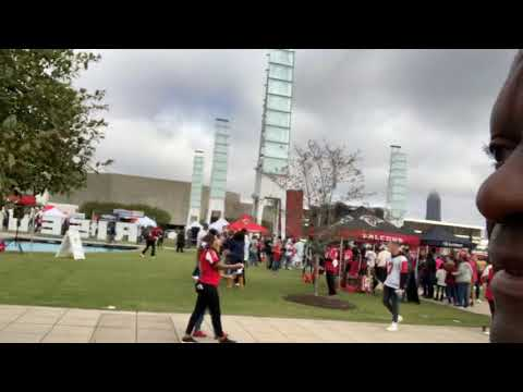 At Mercedes Benz Stadium A Cool Public Park Greets Atlanta Falcons Fans