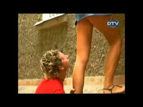 Broma de dama con mini falda