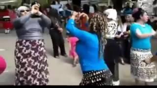 Azgın Türbanlı Kadınlar Oynarsa Böyle Oynar