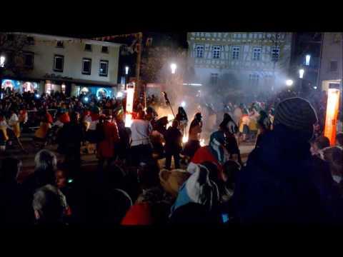 Hexe brennt / fängt Feuer Neuhausen Fasching Karneval Hexentanz 2017 burning witch carnival