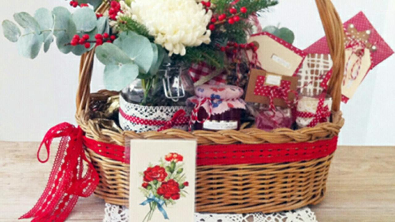 C mo decorar una canasta cencilla youtube for Cosas decorativas para navidad