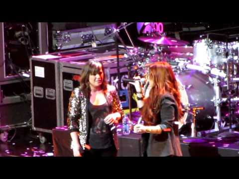 Kelly Clarkson & Demi Lovato: Have Yourself a Merry Little Christmas Jingle Ball MSG NYC 12911