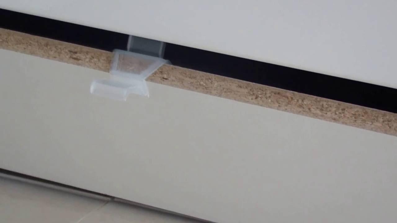 ikea bodenleiste k che anbringen ikea k che sockelleiste entfernen ikea kuche sockel montieren u. Black Bedroom Furniture Sets. Home Design Ideas