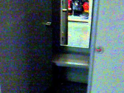Женщины писают в туалете поликлиники скрытая камера