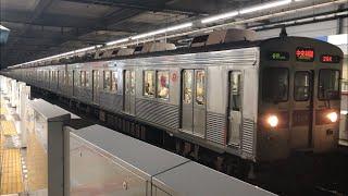 東急8500系8629編成が発車し、営団8000系8009編成が到着するシーン(2020.9.3)青葉台駅にて。