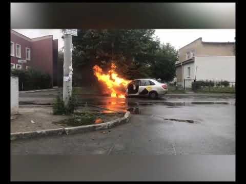 """""""Яндекс. Такси"""" горит в Челябинске"""