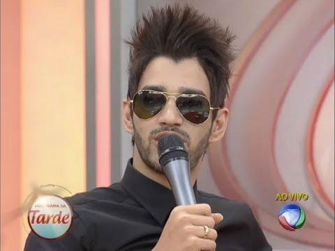 Gusttavo Lima realiza sonho do fã Fabiano Domingues no palco do Programa da Tarde