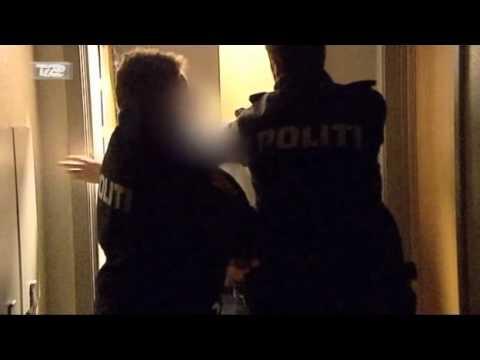 Politi - Peberspray i hovedet på kollega