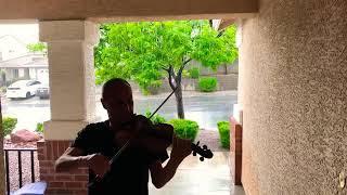 من داخل عاصفة صامويل يرفنيان يعزف مقطوعة Summer اثناء هطول الامطار