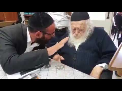 """הגר""""ח קנייבסקי מחזק את קריאתו של הרב דב קוק לקנות בעסקים שומרי שבת בטבריה"""