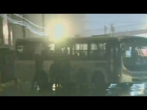 Hostage drama unfolds on bus in Rio
