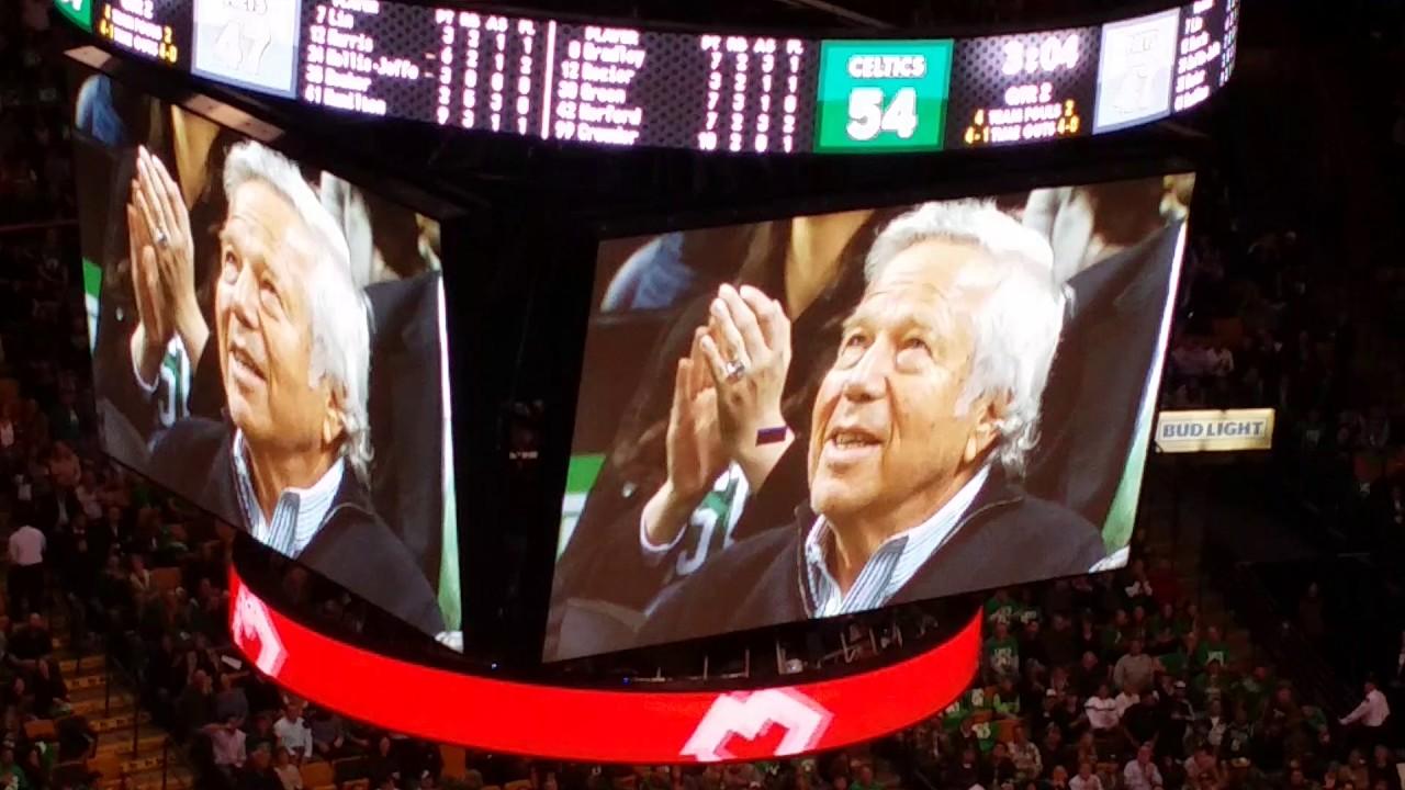Patriots owner Robert Kraft gets standing ovation at Celtics-Pacers game