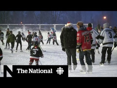 New outdoor hockey rink opens in Fernie, B.C.