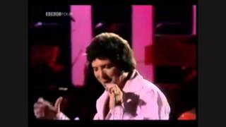 "Tom Jones vs. Jim Carrey ""Delilah"""